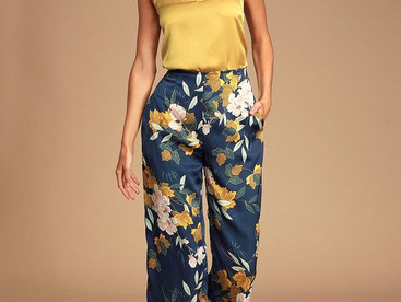 #OutfitInspo Ideas para llevar pantalones satinados con flores