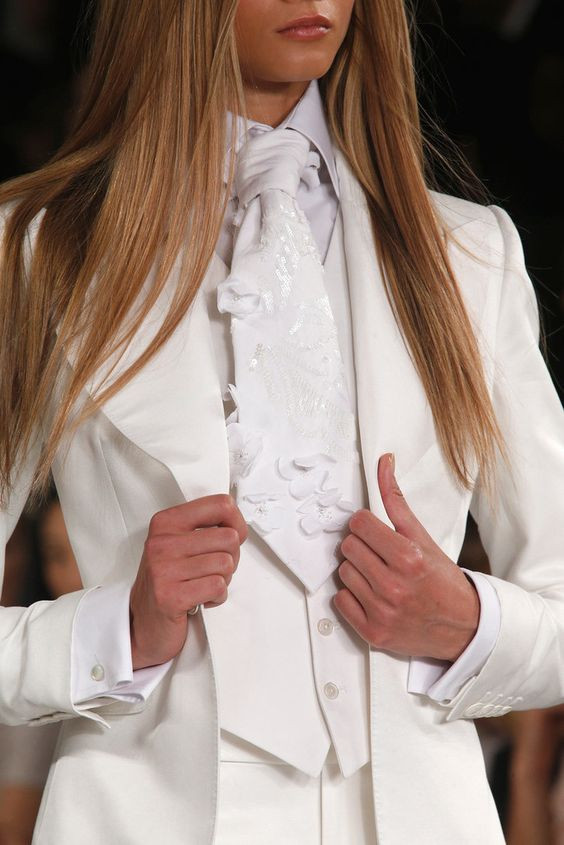 smoking, suit, traje para mujeres, empoderamiento femenino, moda femenina, fashion, tendencias, trend, revolucion, fashion revolution, yves saint laurent, revista, magazine, panama, traje, chaqueta, chaleco