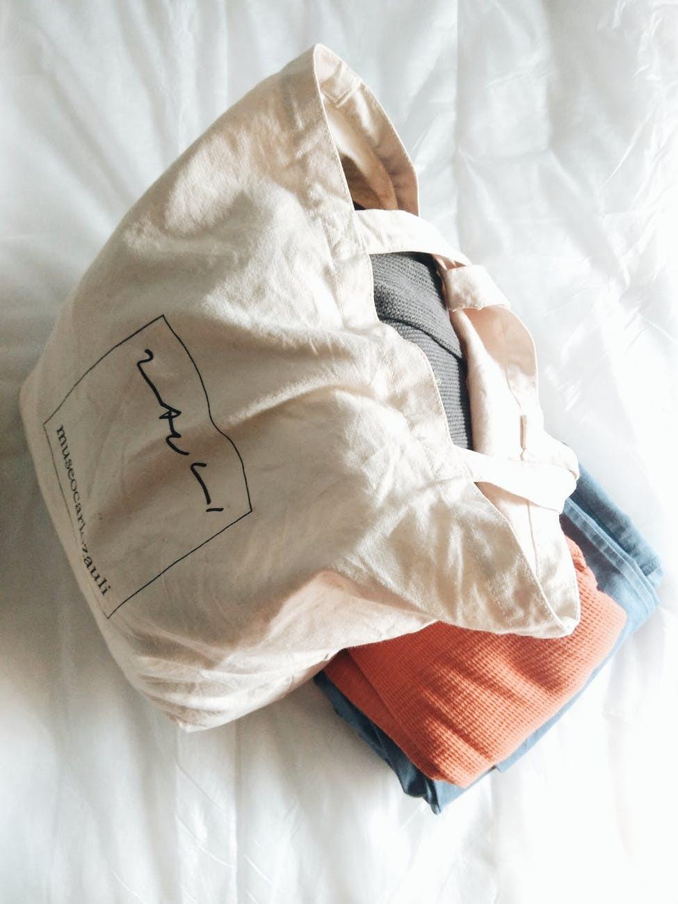 eco tip eco friendly medio ambiente reducir huella en el armario consumo sostenible sustainalbe fashion fast fashion produccion en masa