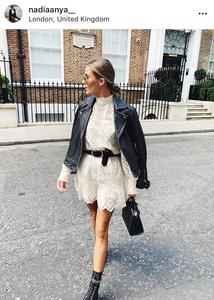 encaje trends fashion trends moda 2019 tendencias lace falda de encaje lace skirt chic look urbano look del dia cuero chaqueta de cuero leather jacket fashion blogger