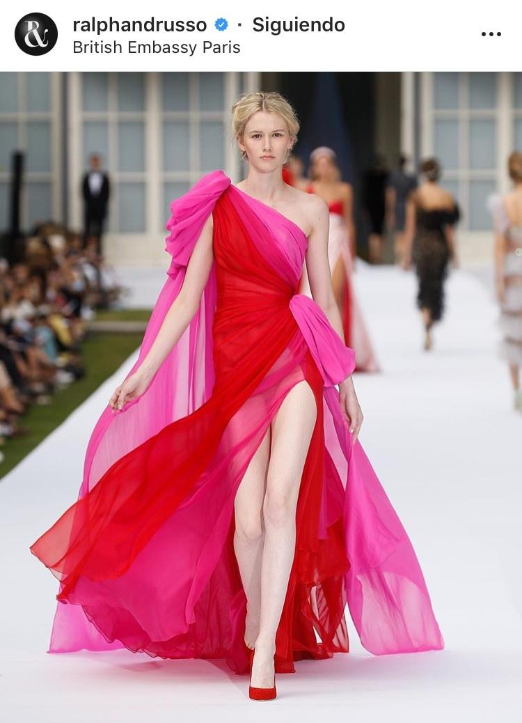 combinacion de colores color match street style fucsia rosa rosa palido rosado rojo red pink fashion lover fashionista moda fashion tendencias trend revista magazine glam fiesta vestido