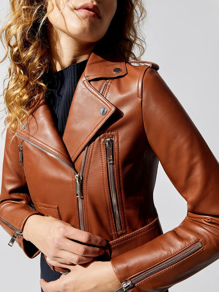 leather jacket chaqueta de cuero prendas basicas basicos guardarropas closet moda femenina fashion stylist estilismo consultora de imagen fashion lover blog de moda revista magazine panama pty outfit look vestimenta