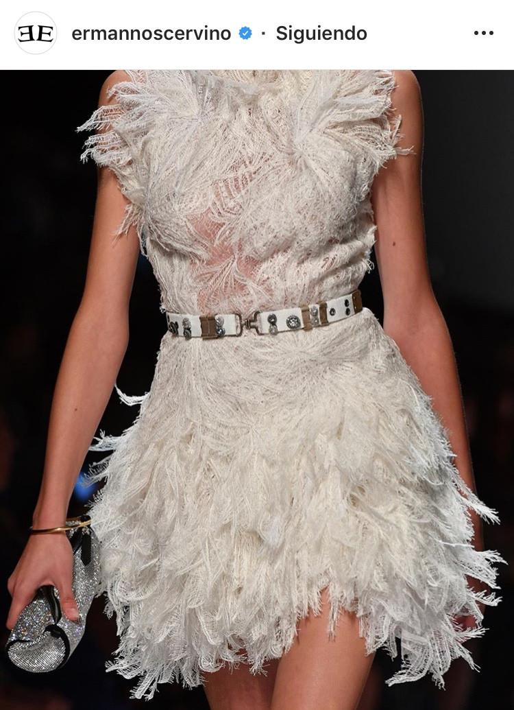 plumas vestidos moda fashion tendencia trends otoño invierno diseño girly mujeres revista panama colombia venezuela miami