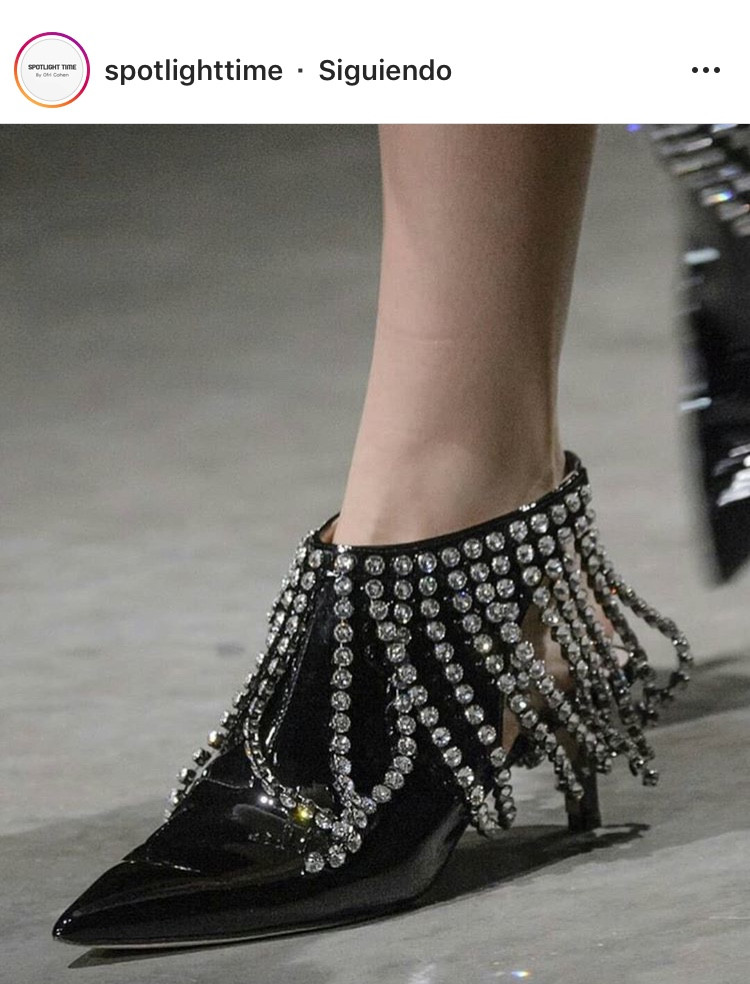 heels high heels calzado zapatos shoes women mujer embellished ornamentos adornos decoracion moda fashion tendencia otoño invierno fall winter 2019 shoelover trend magazine revista panama