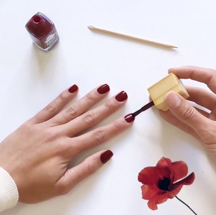 natural nail polish esmalte de uñas natural pintura cuidado personal manos arregladas trend moda fashion belleza beauty
