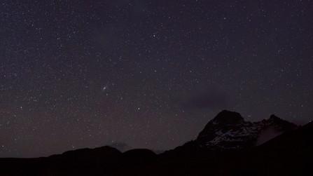 La montaña del Quilindaña en una noche estrellada