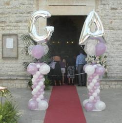 Colonna con iniziali e 3 palloncini