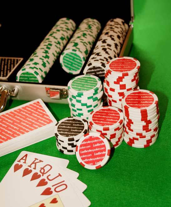 How do casinos win blackjack
