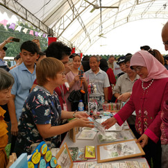 President Mdm Halimah Yacob shopping at the i'mable Gift Market at Istana Open House
