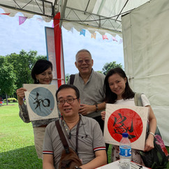 Blind calligrapher, Wesley Seah, with happy customers