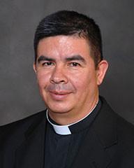 Sobre el Padre Gustavo Corredor, vicario parroquial