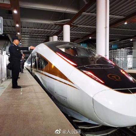 จีนพัฒนารถไฟความเร็วสูงถึง 350 กิโลเมตร/ชั่วโมง!!!