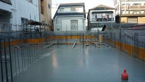 ☆☆現場便り☆☆西宮作業所は予定通りに11月27日に1階のコンクリートを打設しました。打設を前に26日に建築検査・瑕疵検査を受けました。厳しい工程の中でも現在までは順調です。