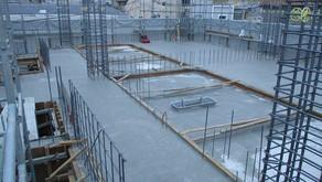 ☆☆現場便り☆☆ 玉姓町(作) 躯体工事は3階コンクリートを打設し、年内は4階まで予定しています。仕上工事は1階よりサッシ取付開始しました。