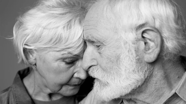 Therapist Explains How to Lay the Foundation For a Lasting Relationship