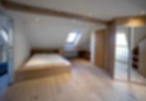 Výroba postelí je naší specializací. Vyrábíme postele na míru, postele z masivu, patra na spaní a další nábytek na zakázku.