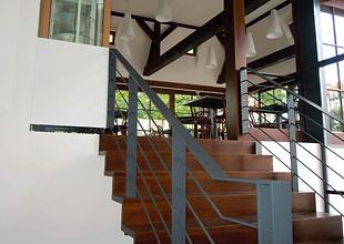dřevěné schodiště, venkovní schodistě, dřevěné schody, dubové schody, výroba nábytku na míru, nábytek na zakázku
