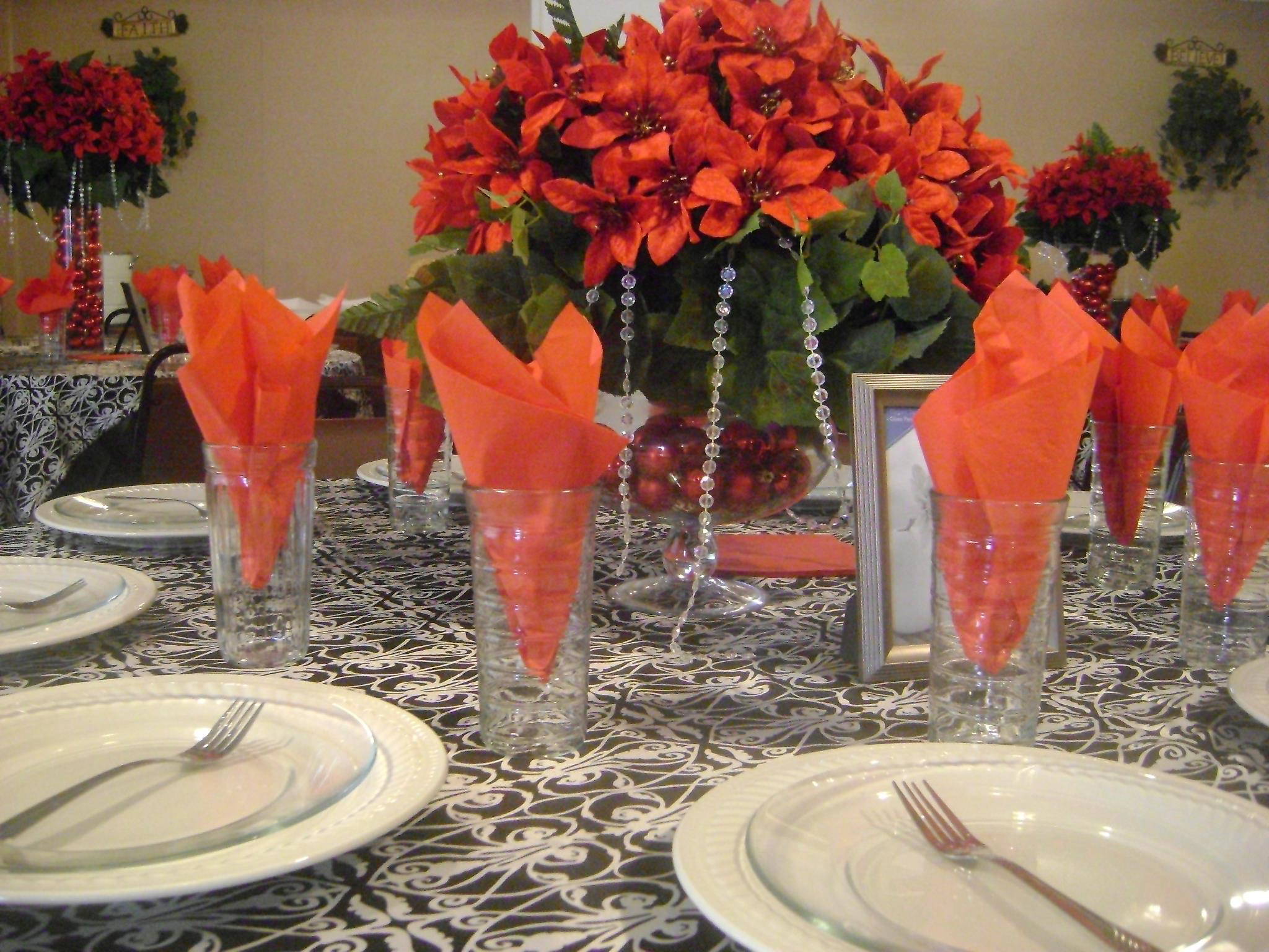 Christmas Party/Poinsetta Tablecsape