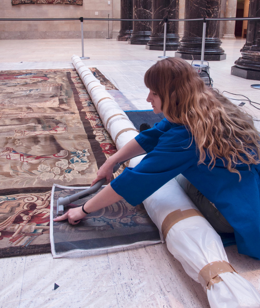33-17_005_Tapestry_WorkingInSitu_HWhite2