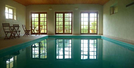 Bonhays-Meditation-and-Retreats,-Pool ph