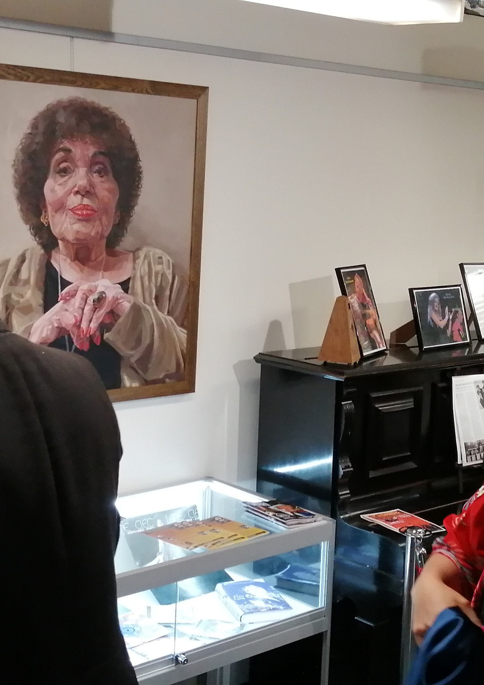Dame Cleo Laine painting unveiling