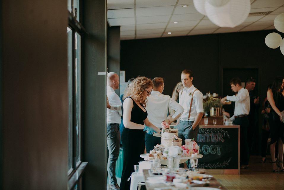 wedding planner cake cutting