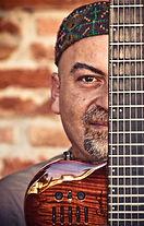 Irakli guitare_edited.jpg