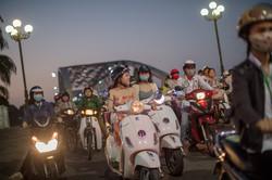 Motos au feu du Pont Truong Tien