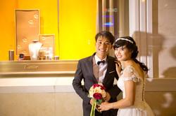 Photos de mariage devant Cartier Hanoi