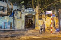Din Tan Khai Hang Vai outside