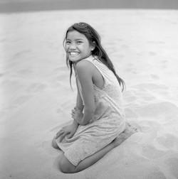 Jeune fille sur la plage, Laos 2010
