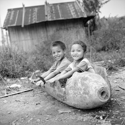 Huy & Son enfants Ta Oï Aluoi 2008