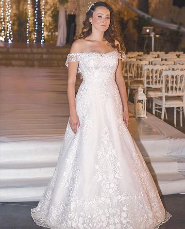 שמלת כלה ,מבד תחרה , בסיס מחוך עם כתפיה נופלת