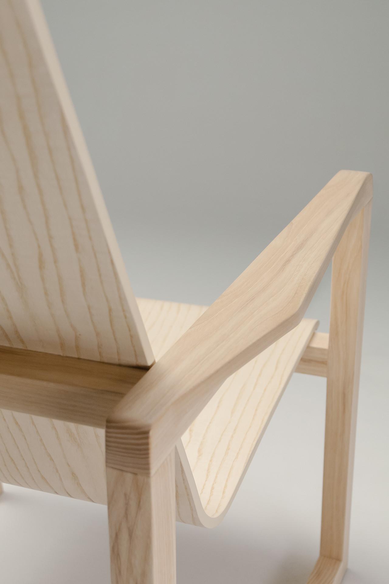 Serene-Easy-Chair_4_1280x1920_72dpi.jpg