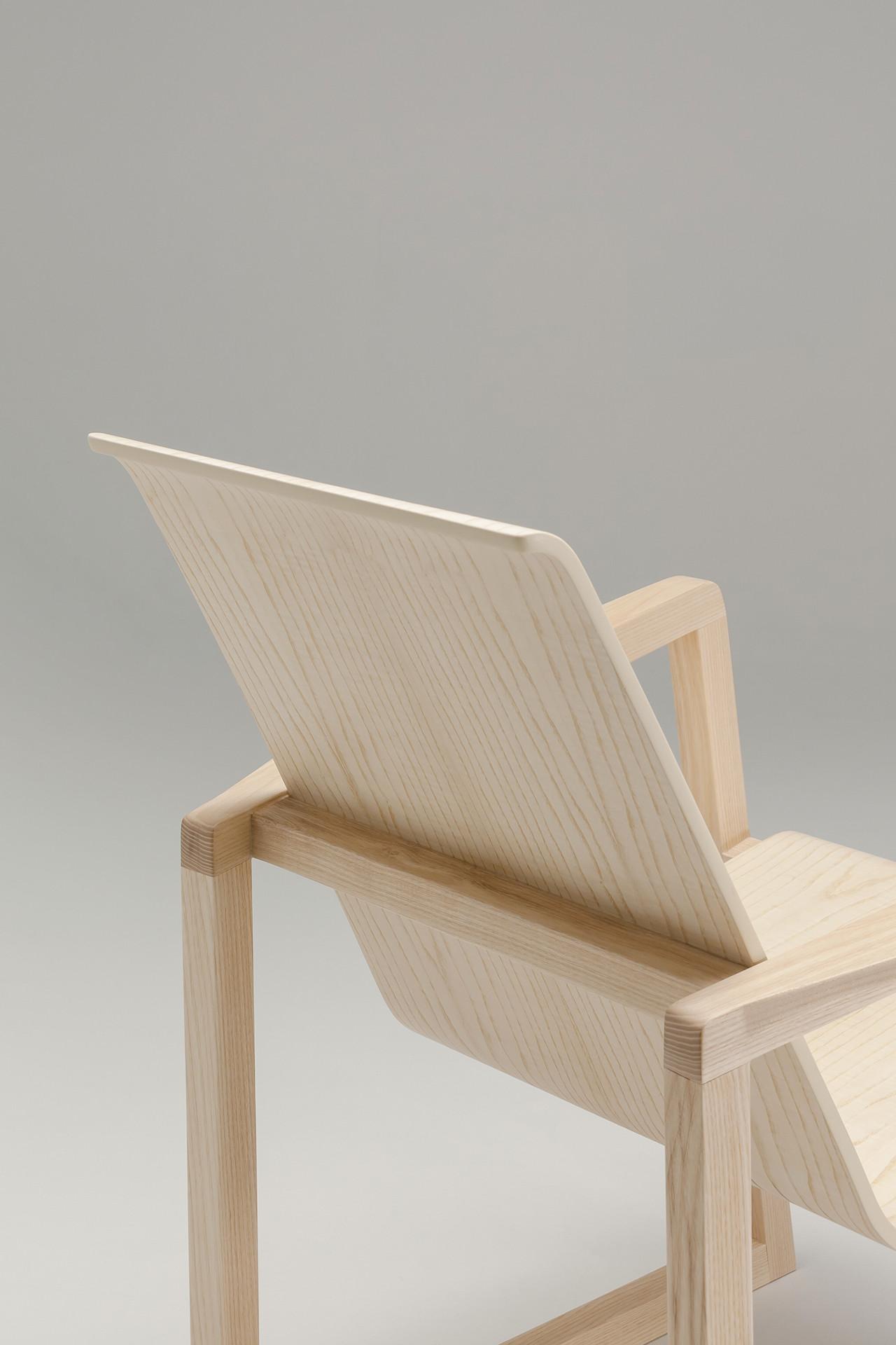 Serene-Easy-Chair_2_1280x1920_72dpi.jpg