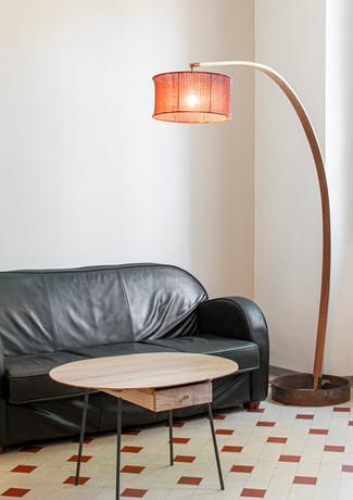 Lampadaire courbé & table basse