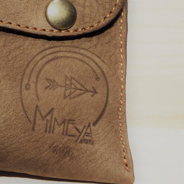 Logo sur cuir