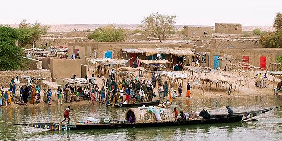 Village au bord du fleuve