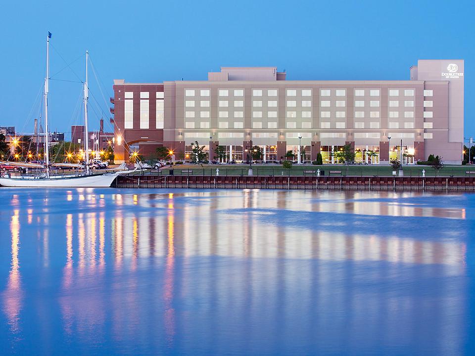 DoubleTree Hotel by Hilton Bay City Riverfront