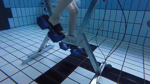 Utilisation de l'aquabike en piscine