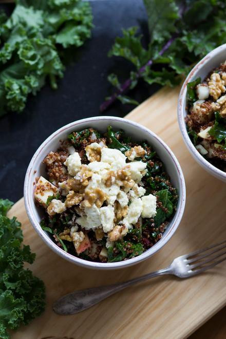 Quinoa Kale Salat mit Apfel und Feta