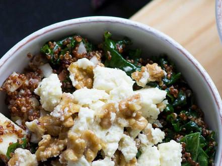 Quinoa-Kale Salat mit Apfel und Feta