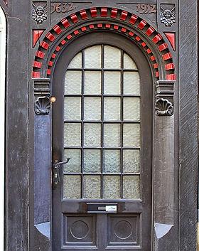 wooden-door-2112192_960_720.jpg