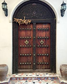door-719064_1920.jpg