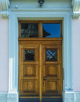 door-1115278_1920.jpg