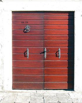 door-686400_960_720.jpg
