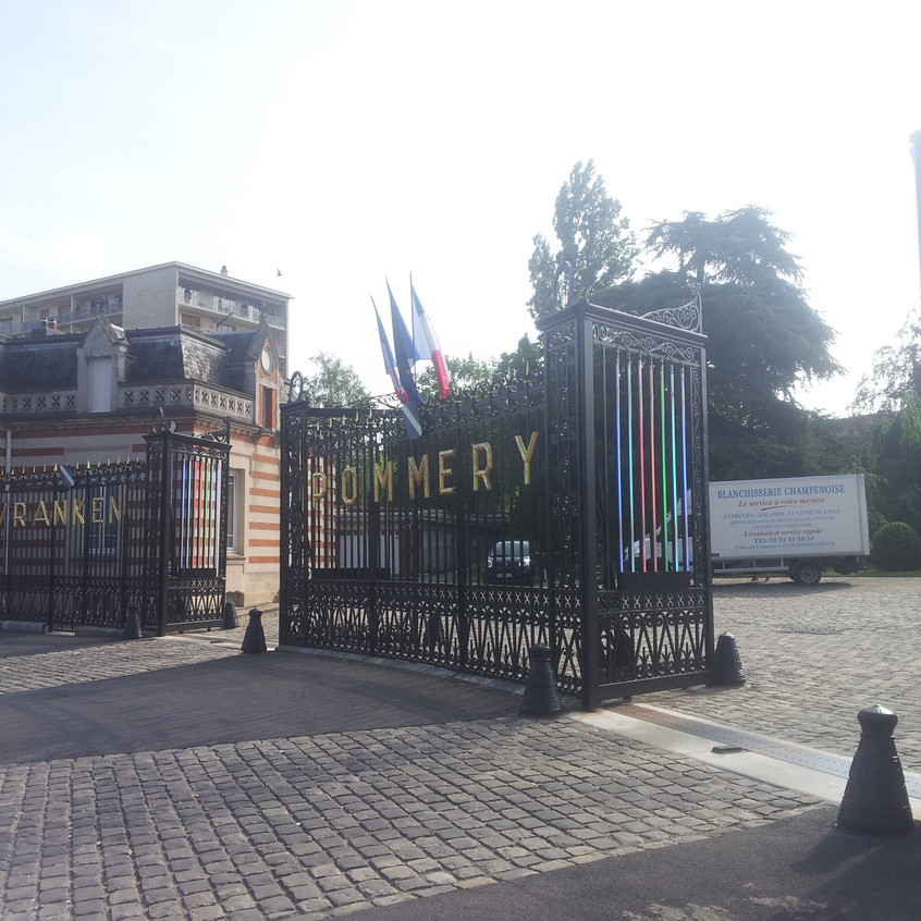 Ворота на территорию шампанского дома Поммери