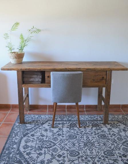 table in bedroom.jpg