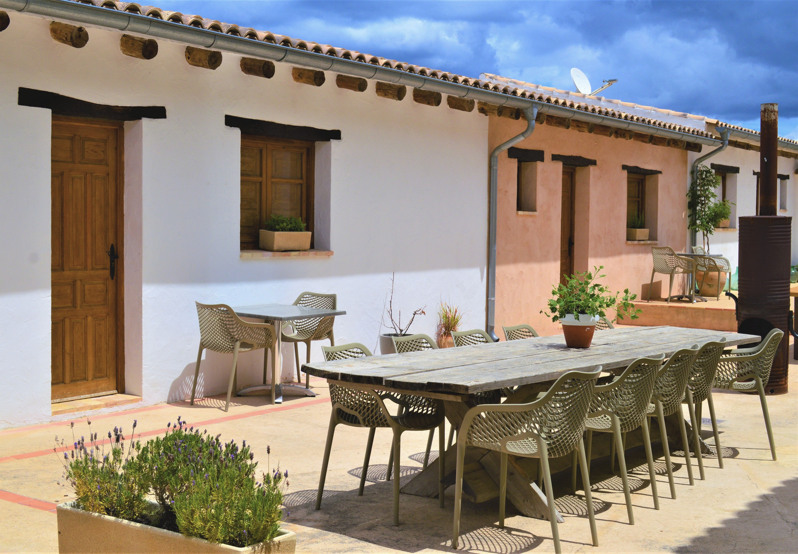 Room with private terrace in courtyard e