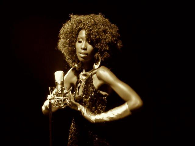 Liz Ogumbo, Big nyash  - KenSoul, 2010 - 1